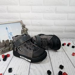 Шикарного качества осенние ботиночки с защитой носочка