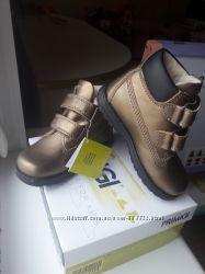Новые кожаные ботиночки  Primigi р. 25