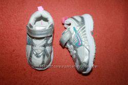 Кроссовки и кеды на 19-21 размер.