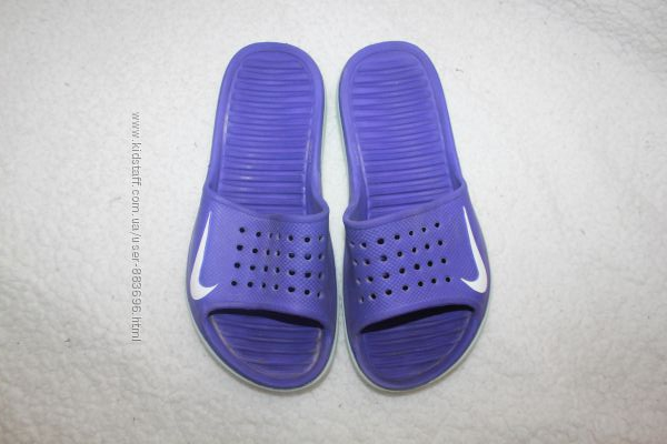 Шлёпанцы фирмы Nike размер M4 W 5 наш 36 по стельке 23 см.