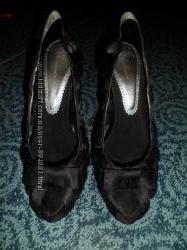 продам черные босоножки на каблуке, открытые носочек и пятка