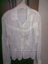 Продам белую блузку в серебряный горох для школьницы, рост 146-152 бу