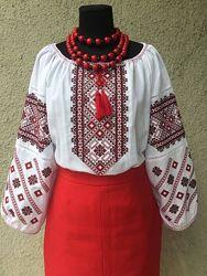 Женская вышиванка с красно-чёрным орнаментом