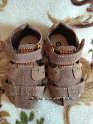 Кожаные закрытые сандалии Marks&Spencer