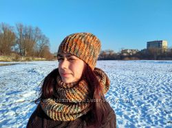 Вязаная шапка и шарф-снуд в два оборота ручной работы