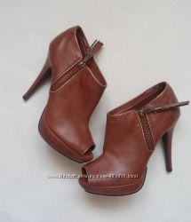 Взуття розмір 39