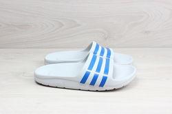 Детские шлепанцы Adidas оригинал, размер 32