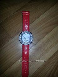 Продам часы с красным ремешком