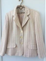 Светлый  теплый пиджак Next для деловой женщины