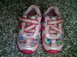 красивые кроссовки в паетках р. 21 стелька 13см