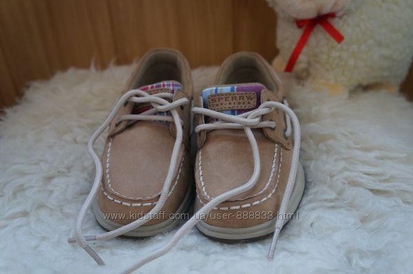 Новые фирменные туфли  для мальчика