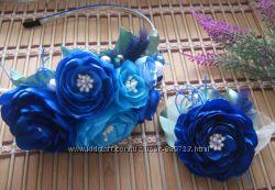 обруч  с синими цветами и брошкой