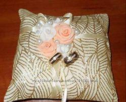 Шикарная подушечка для колец и свечи