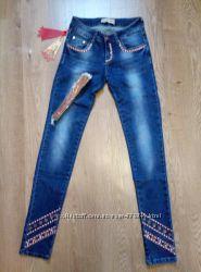 Новые женские  джинсы с поясом 25 размер