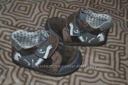кожа деми ботиночки Clarks 13. 5 см стелька Англия 21 размер