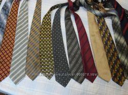 Много галстуков дешево
