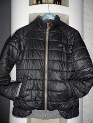 Nike , отличная утепленная деми куртка р. м, в идеале