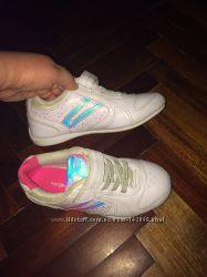 Продам кроссовки моей дочери 33 размера