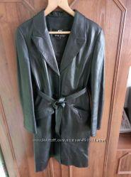 Женский кожаный демисезонный плащ с поясом