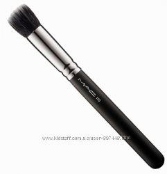 Кисть MAC 130 Shirt Duo Fiber Brush и МАС 135 Large Flat Powder Brush