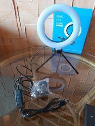 Кольцевая настольная лампа на штативе