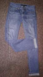 Джинсы женские Calvin Klein, синие, узкие, потертые, 26р-27р  s, m