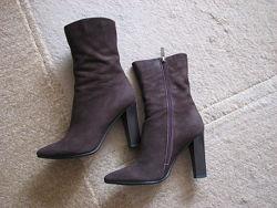 Ботинки из нубука шоколадного цвета 36р.