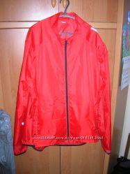 Куртка-ветровка-дождевик BTWIN р. 56-58 с капюшоном