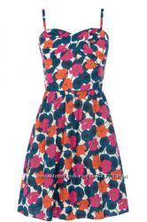 Яркое летнее коттоновое платье с открытыми плечами в цветочный принт Promod