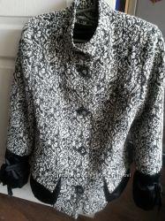 Стильное пальто с накладными модными карманами