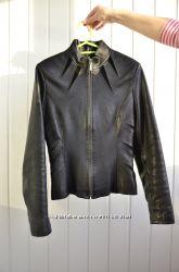 Стильная кожаная куртка в отличном состоянии, размер S XS