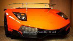 Красивий робочий стіл у вигляді передньої частини автомобіля Lamborghini