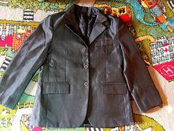 Пиджак  на мальчика на 6-8 лет