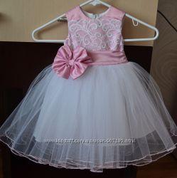 Нежное нарядное платье Шик с кружевом