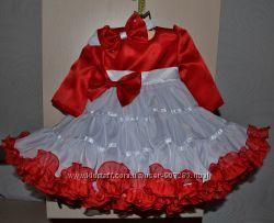 Нарядное пышное платье с рукавом на годик