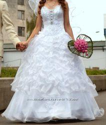 Дешево Белое нежное свадебное платье и подъюпник р. 42-46