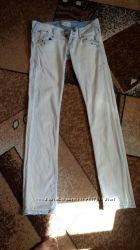 Фирменные джинсы Reserved