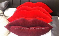 Подушки в форме губ