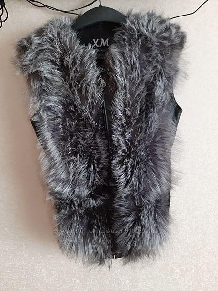 Очень красивая новая жилетка из натурального меха чернобурки.