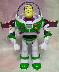 Робот музыкальный Базз Лайтер со складным реактивным ранцем
