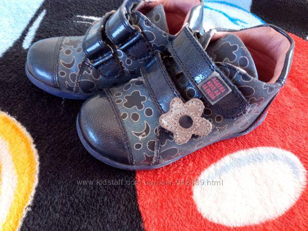 ботинки  AGATHA RUIZ  кожа 22размер