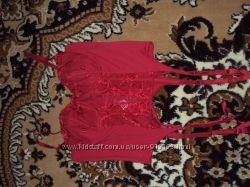 Красный корсет с подтяжками для чулков