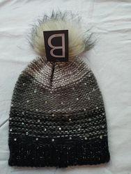Женская шапка с бубоном В. Новая