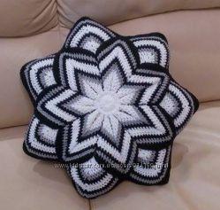 Подушка декоративная для ярких цветных акцентов интерьеру