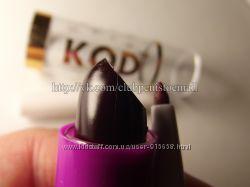 Полу матовая губная помада. Оттенок  01  Red Wine - Красное вино