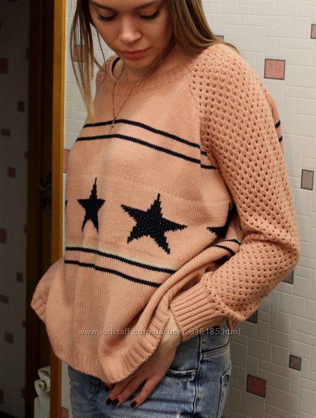 Стильный, персиковый свитер разлетайка