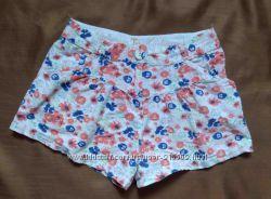 фирменные короткие шорты р. 122 цветочный принт. хорошее сост.