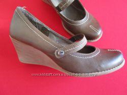 Кожаные фирменные туфли на танкетке Bata 38-38. 5 размер.