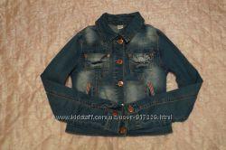 Джинсовая куртка на девочку 9-11 лет отличное  состояние