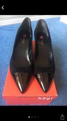 Продам новые замшевые немецкие туфельки